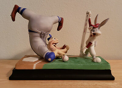 Looney Tunes Dis Guy's a Pushover Spotlight Collection Goebel Bugs Bunny basebal
