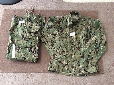 US Navy Nwu Type iii AOR2 Green Digital Set Blouse Small Short Trousers SR New