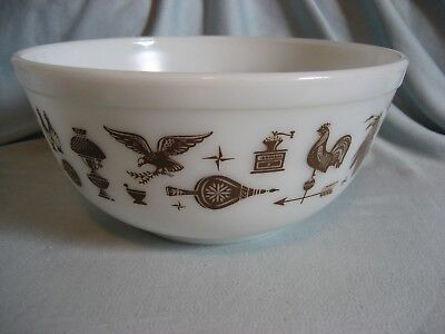 Vintage Pyrex Early American Mixing Bowl # 403  2.5 Qt Brown White Rooster