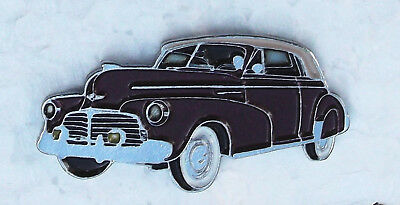 CHEVROLET SPECIAL DELUXE CONVERTIBLE. 1942. ENAMEL LAPEL PIN BADGE, 32x15mm.