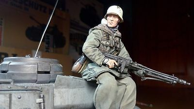 soldier russian tankrider 2/_1 scale 1:16 Resin kit 120 mm