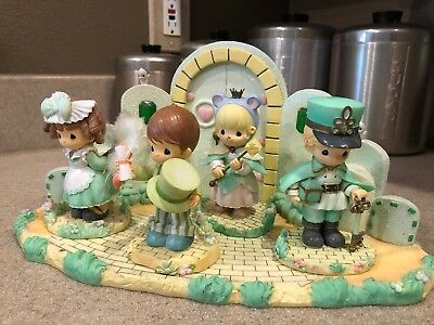 RARE 2004 Precious Moments Wizard of OZ Emerald City Mayor Wizard Mouse SUPERB