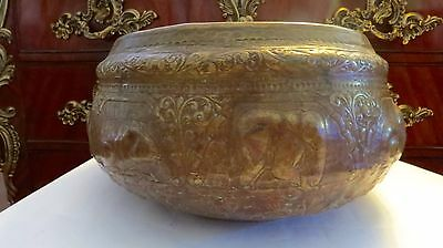 Rare VINTAGE 19TH Century Elephant Silver/Copper THAI  Hand Carved Large BOWL.