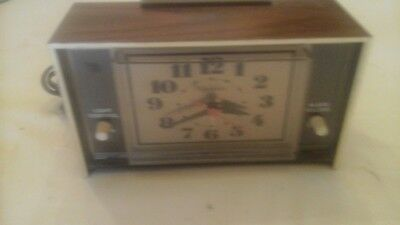 1970's SUNBEAM 880-955 LIGHTED ELECTRIC ANALOG ALARM CLOCK FOREST MS USA