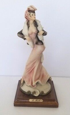 B. Merli, Capodimonte, Lady with fox fur 1920 - 1939, Personally signed.