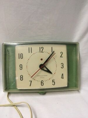 8#E   Vintage Mid Century General Electric Model 2H105 Kitchen Wall Clock 50's?