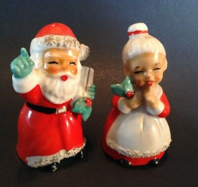 Salt And Pepper Shakers - Mr And Mrs Santa Claus With Holly  Rubber Cork - Japan