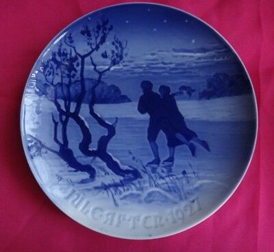 1927 ~ BING & GRONDAHL Denmark Collectors Plate Blue Ice Skating Couple Winter