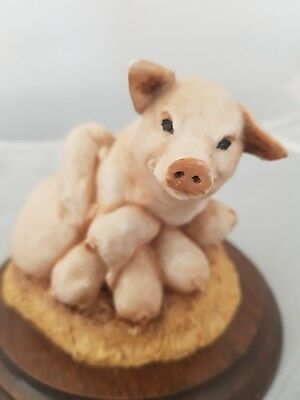 EARLY COUNTRY ARTISTS 1984 PIG SOW AND SEVEN PIGLETS FIGURINE. Excel. Condition