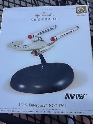 Hallmark Keepsake Ornament Star Trek NCC 1701 U.S.S. ENTERPRISE MAGIC Used