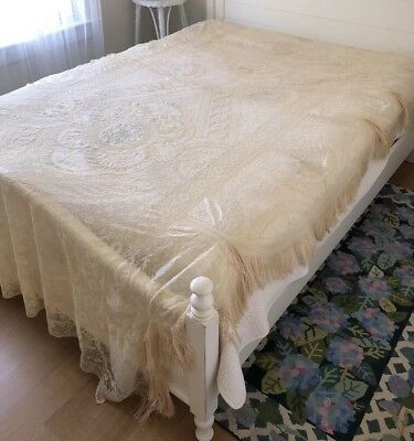 Exquisite Antique French Normandy Lace Coverlet, Great Edge & Fringe, 103 x 66