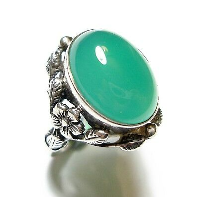 Beautiful Old Antique Edwardian  Arts & Crafts Silver & Chrysoprase Ring (A22)