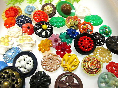 Beautiful Lot Of Vintage 1950's Colorful Plastic Buttons Flowers +++ A107