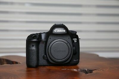 Canon EOS 5D Mark III 22.3MP Digital SLR Camera (Body Only) Low Shutter Count