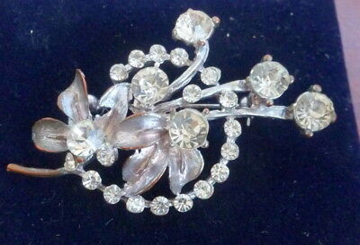 Pretty Vintage Silver Tone Flower  Brooch Set With Clear Stones