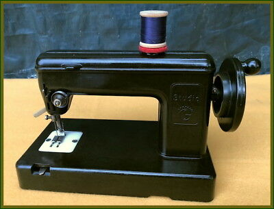 Rare Studio Bakelite -Like Nahzwerg- Toy Hand Rank Sewing Machine