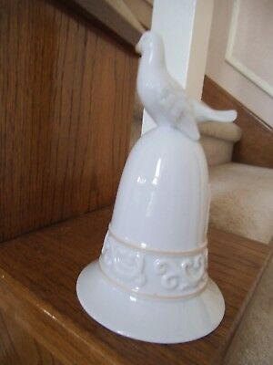 Avon 1981 White Porcelain Collection Bell Dove #170643