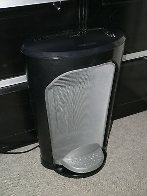 Fellowes shredder spare basket only Shredder is for free top is chipped works OK