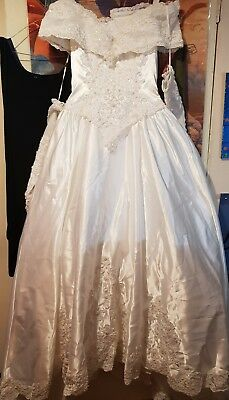 Mori Lee - Beautiful Wedding Dress / Gown - Size 10 - With Gauntlets