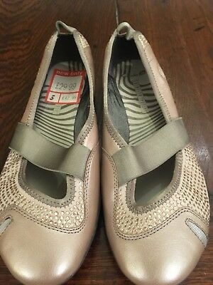 9f0b343c2423 NEW Clarks Natural Movement Metallic Gold Size 5 RRP £42.99