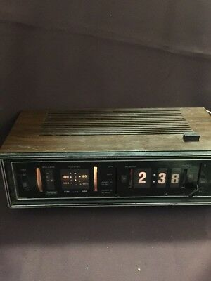 Vintage Sears Solid State AM/FM Transistor clock Radio 132.20990 100