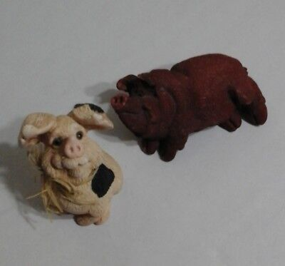 PAIR OF PIGS Pretty Plump Pair Of Polystone Porkers PIG PAPERWEIGHTS Figures LOT