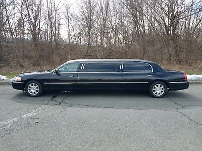2011 Lincoln Town Car Stretch Limousine
