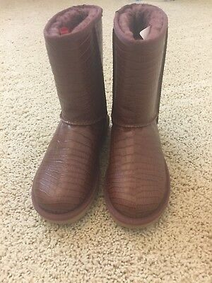 5b9fc37ec01 UGG CLASSIC SHORT Crocodile Women's Leather Boot Spice Brown Size 6 $175