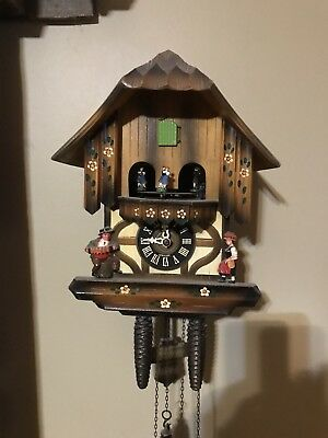 Vintage MUSICAL CUCKOO CLOCK GERMAN MADE Dancing Austrian People Musicians