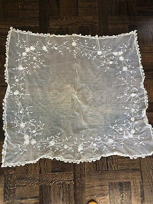 TABLECLOTH - LACE - VINTAGE/ANTIQUE 120cm Square