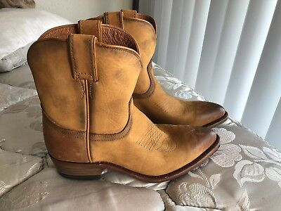 7e00ed70103 NEW FRYE WOMENS Western Billy Short Ankle Boots Cognac Distressed Sz 7.5