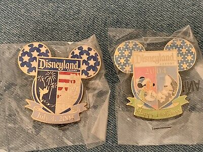 *Disneyland CAST Member*2004 Holiday Exclusive 2 Pin Lot Disney Trading Pins*New