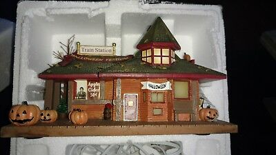 "John Deere Halloween Village Collection""Pumpkin Ridge Station"""