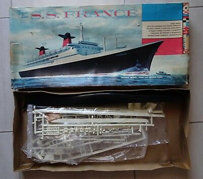 belle MAQUETTE PAQUEBOT FRANCE- SS FRANCE - FRENCH LINE