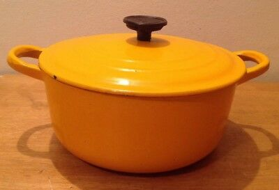 VINTAGE LE CREUSET CAST IRON ENAMELLED ROUND CASSEROLE IN ORANGE SIZE C 20cm