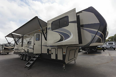 Keystone Montana High Country 381TH Toy Hauler 5th Wheel Camper RV Front Living