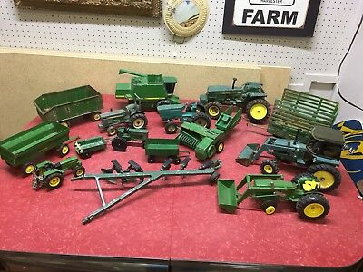 Metal Toy Tractors >> Lot Of 15 Vintage Ertl Metal John Deere Farm Toy Tractors Wagons And Implements
