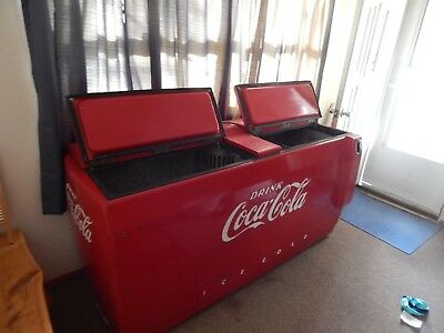 Large 1950's Coca Cola Cooler No Shipping.  Pickup Only. Works great!!