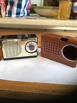Nice Early 1957 Spica ST-600 Transistor Radio Complete w/ Case