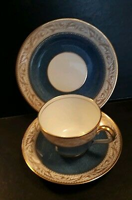 Copeland Spode Teacup Trio in the 'Oaklea' Pattern. Blue and Gold (1)