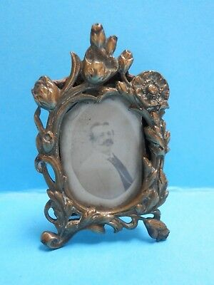 A beautiful 19thc miniature easel type gilt ormolu frame with Victorian photo.