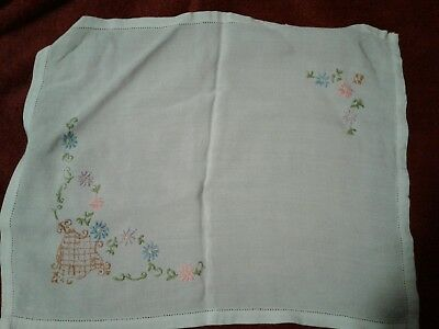 VINTAGE   EMBROIDERED  LINEN TABLE CENTRE / TRAY CLOTH 16x13 INCHES