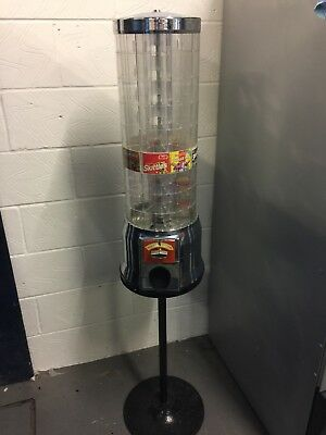 Tubz sweet vending machine with stand. Accepts New £1