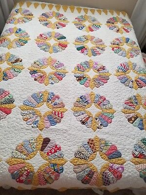 Vintage Masterpiece Handmade Quilt Yellow Multi Scalloped Border Large 72 X 84