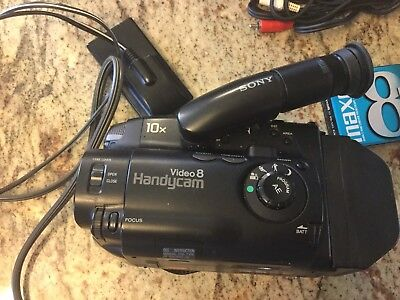 Sony CCD-TR31 Video Camera with Accessories