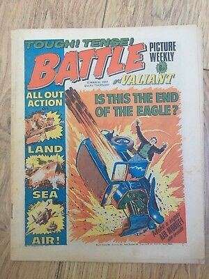 BATTLE PICTURE WEEKLY 12 Mar 1977 - classic boys' war comic - includes Valiant