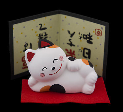 Statuette chat japonais allongé 9cm Bobtail Made in Japan Maneki Neko 40635