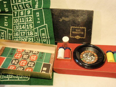 Vintage E.S Lowe Plastic Spinning Roulette Wheel Game with Chips *As-Is*