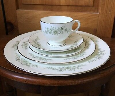 Wedgwood Westbury 5 Piece Place Setting Tea Cup Dinner Luncheon Plate Saucer