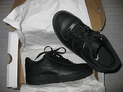 NEW- Leather NIKE AIR FORCE1 WOMENS 8.5/8, MENS 7, BOYS 7Y BLACK LOW SNEAKERS